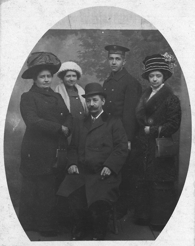 v.l.n.r.: Mutter Emilie, Schwester Maria, Vater Carl, Karl Schaaf und Schwester Rosa