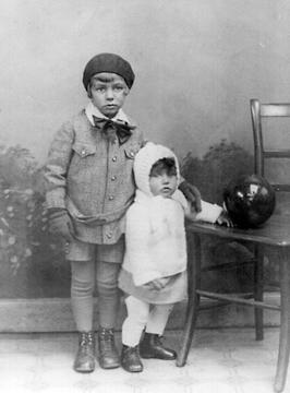 Alexander Schaaf und Schwester Liselotte, 1928