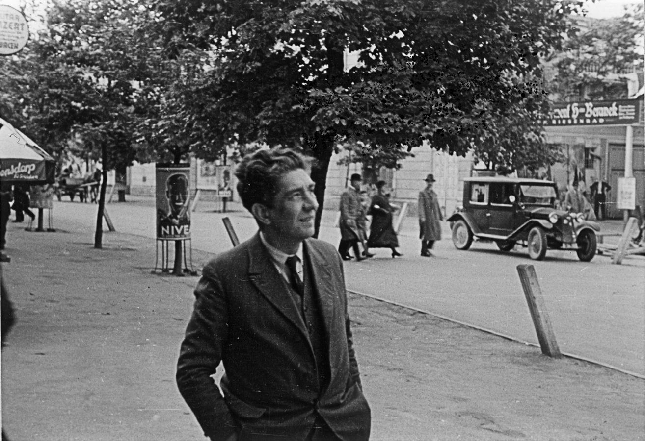 Karl Schaaf auf der Großen Zufahrtsstraße (heute Straße des Ersten Mai)
